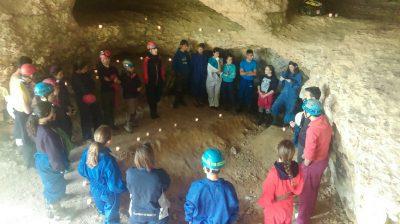 La unidad visita la cueva del níspero